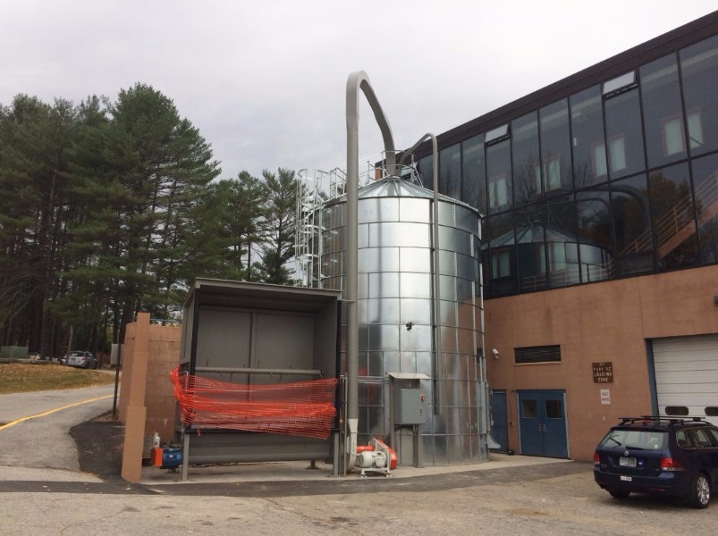 The silo can be loaded with screened dry wood chips by blower truck or live floor truck.