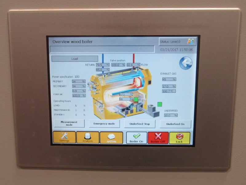 The built in touchscreen on all Viessmann Vitoflex 300 boilers gives technicians easy access to real time boiler status information and stored performance data. These and dozens of settings adjustments can also be performed here or remotely via the internet.