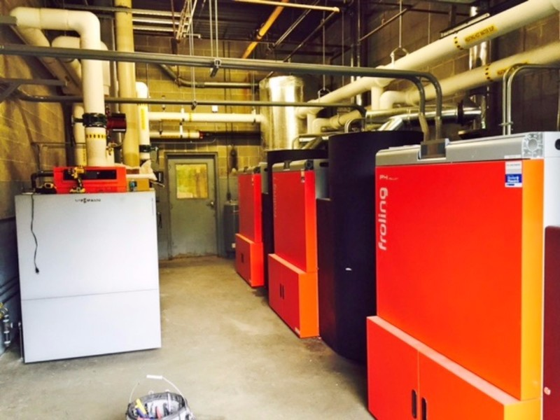 The Dunning Building's heat load is mainly handled by the 3 Froling P4-100 pellet boilers but the Viessmann Vitorond LP boiler does the peaking and back up duties.