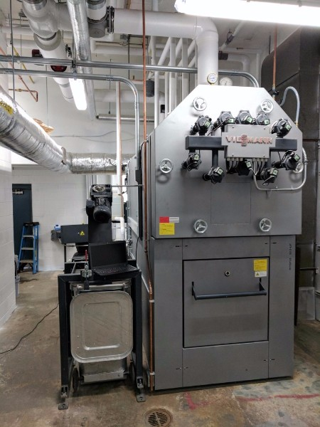 Viessmann Vitoflex 300-UF boilers have automatic ash extraction and pneumatic tube cleaning systems built in.